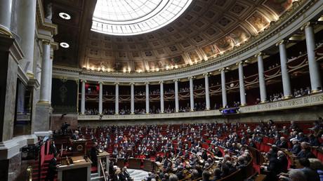 L'Assemblée vote la transformation de l'ISF, «la France du fric peut jubiler», selon Mélenchon