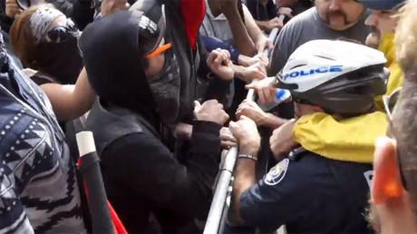 Affrontements entre antifas et manifestants anti-Trudeau au Canada, quatre arrestations (VIDEO)