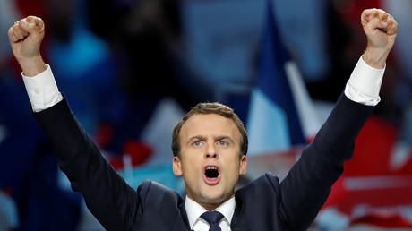 Conseils alimentaires et exercices sous la douche : le coach vocal de campagne de Macron raconte