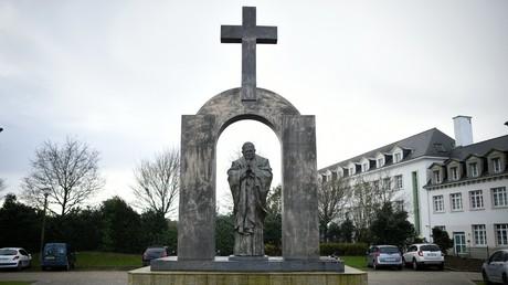 La Pologne veut «sauver de la censure» une statue de Jean Paul II en France
