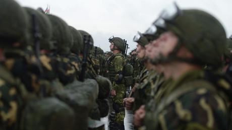 Des militaires russes et biélorusses pendant les exercices Zapad 2017 dans la région de Minsk