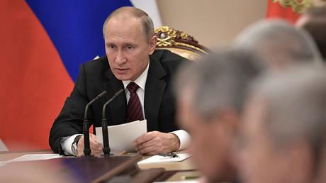 Quelqu'un récolterait les données biologiques des Russes pour d'obscures raisons, selon Poutine