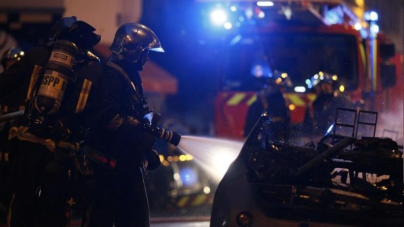 Cocktails molotovs, tirs de mortier et voitures incendiées: nuit d'émeute à Mantes-La-Jolie (VIDEOS)