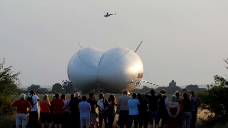 The largest aircraft in the world breaks up again (IMAGES)