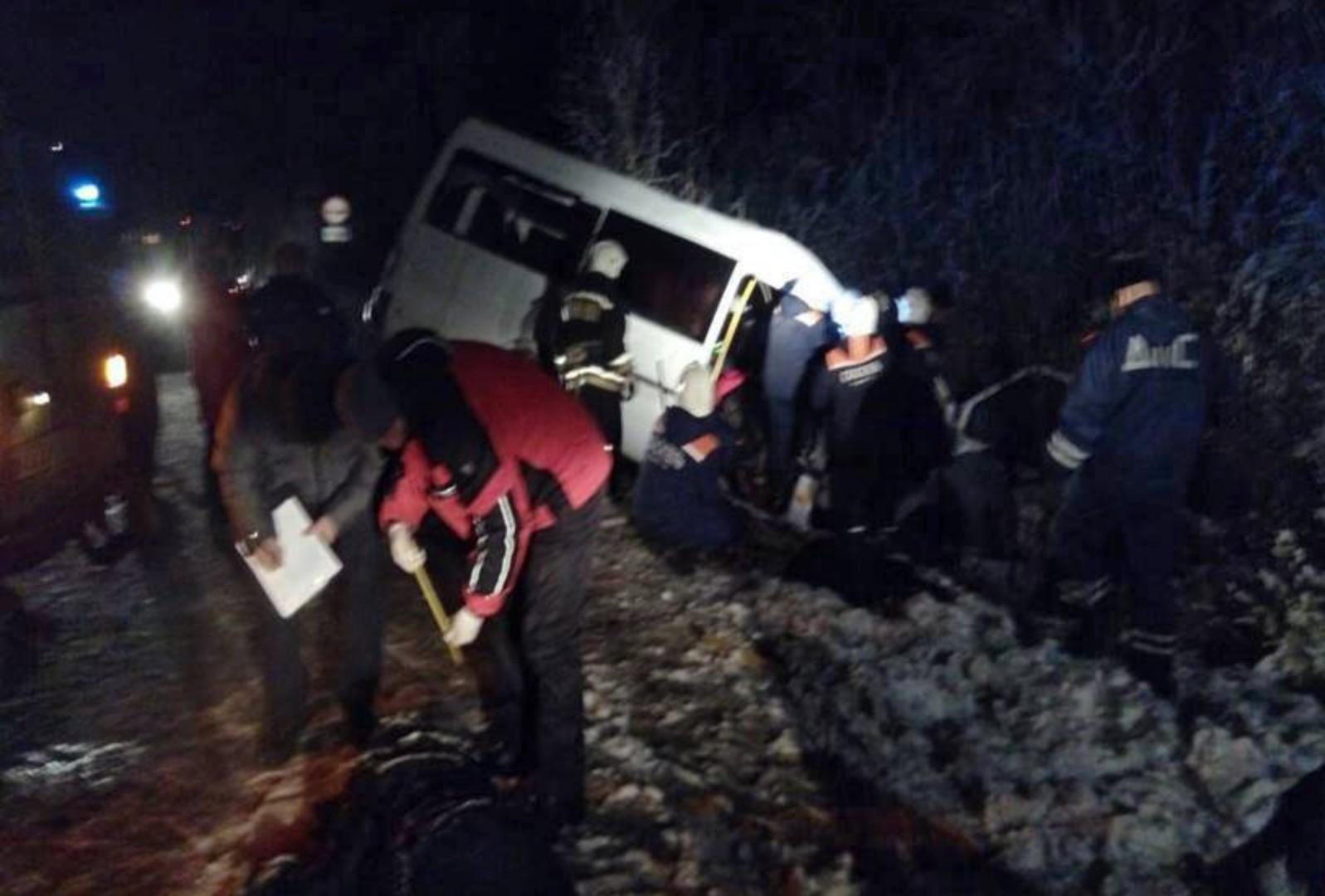 Russie : 15 morts dans une collision entre un minibus et un poids lourd (IMAGES)