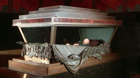 Le corps de Lénine au mausolée