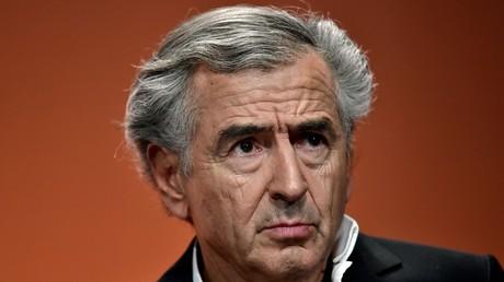 A Saint-Germain-des-Prés, Valls, BHL, Hidalgo, Fourest et Kouchner affichent leur soutien aux Kurdes