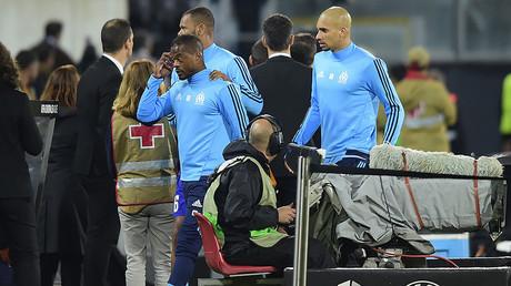 Carton rouge ! Patrice Evra exclu après un high kick... sur un supporter