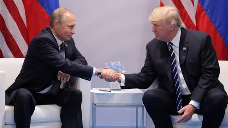 Vladimir Poutine et Donald Trump pendant leur première rencontre à Hambourg