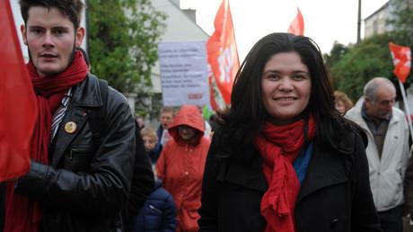 Raquel Garrido participant à une manifestation en Bretagne en novembre 2013.