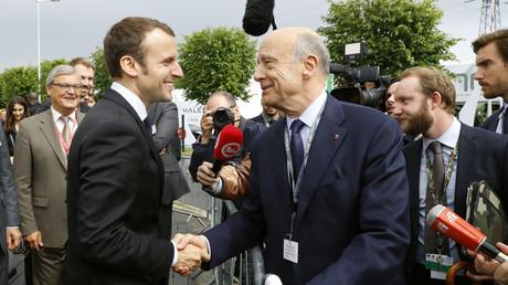 En 2016, lors de l'Eurosatory, la poignée de main fut déjà chaleureuse entre Emmanuel Macron et Alain Juppé