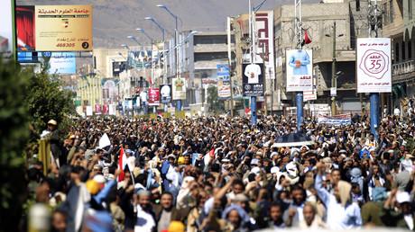 Yéménites manifestant pour exiger la fin du blocus dans la ville de Sanaa, le 13 novembre 2017.