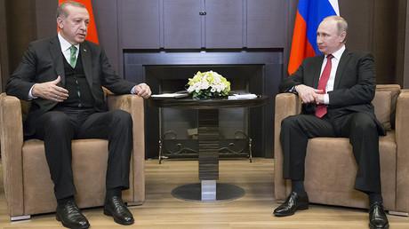 Recep Tayyip Erdogan et Vladimir Poutine à Sotchi, le 13 novembre 2017, photo © Alexander Zemlianichenko / Reuters