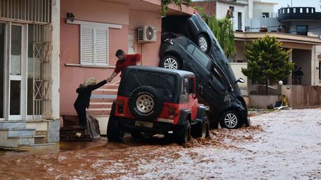 Athènes ravagée par les inondations, une catastrophe annoncée ? (IMAGES)