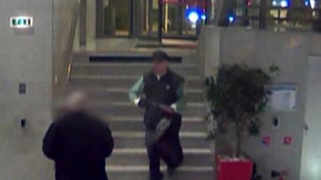 L'homme armé d'un fusil à pompe sur les images de vidéosurveillance de BFM