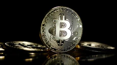 Le Bitcoin bat des records et atteint les 8 000 dollars pour la première fois