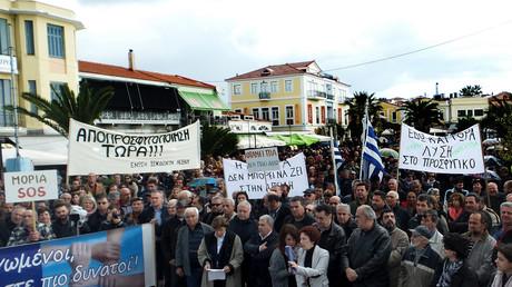 Les habitants de Lesbos ont manifesté le 20 novembre pour protester contre la gestion de la crise des réfugiés