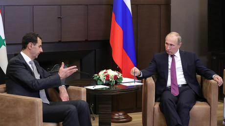 Vladimir Poutine et Bachar el-Assad lors des pourparlers à Sotchi  le 20 novembre