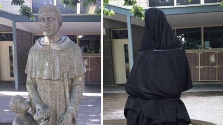 La statue commandée par la Blackfriars Priory school avant et après avoir été recouverte d'un voile.