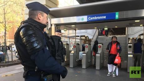 Les forces des compagnies républicaines de sécurité et la gendarmerie mobile sont en place dans le 15e arrondissement de Paris, illlustration