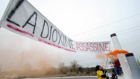Manifestation contre l'incinérateur de Fos-sur-Mer en 2010, à cause du problème du rejet de dioxine.