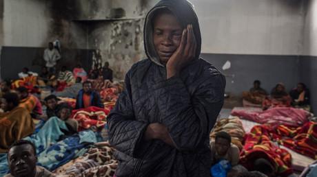 «Des Africains qui exploitent d'autres Africains» : Macron sur le trafic d'êtres humains en Libye