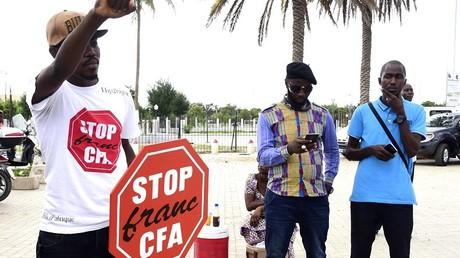 Des activistes anti-Franc CFA