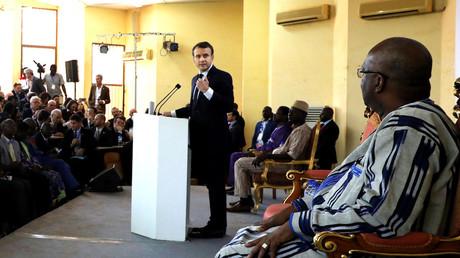 «Pas à moi de réparer votre électricité»: Macron au président du Burkina qui quitte la salle (VIDEO)