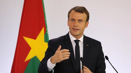 Blague de Macron et départ du président burkinabè : «pause technique» ou «incident diplomatique» ?