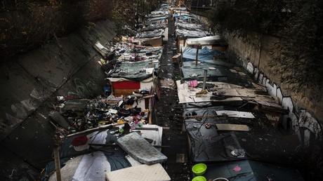 Un camp de Roms après son évacuation à Paris