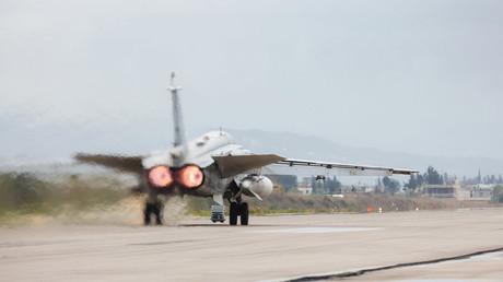 Sukhoi Su-24 décollant de la base aérienne de Khmeimim en Syrie