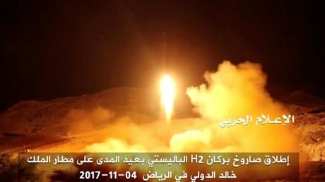Un tir de missile balistique des Houthis yéménites aurait frappé l'Arabie saoudite