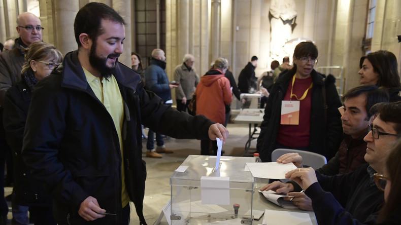 La Catalogne aux urnes, deux mois après une tentative de sécession qui a secoué l'Europe