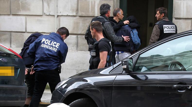 Paris : les policiers furieux d'être menacés de payer eux-mêmes leurs PV de stationnement