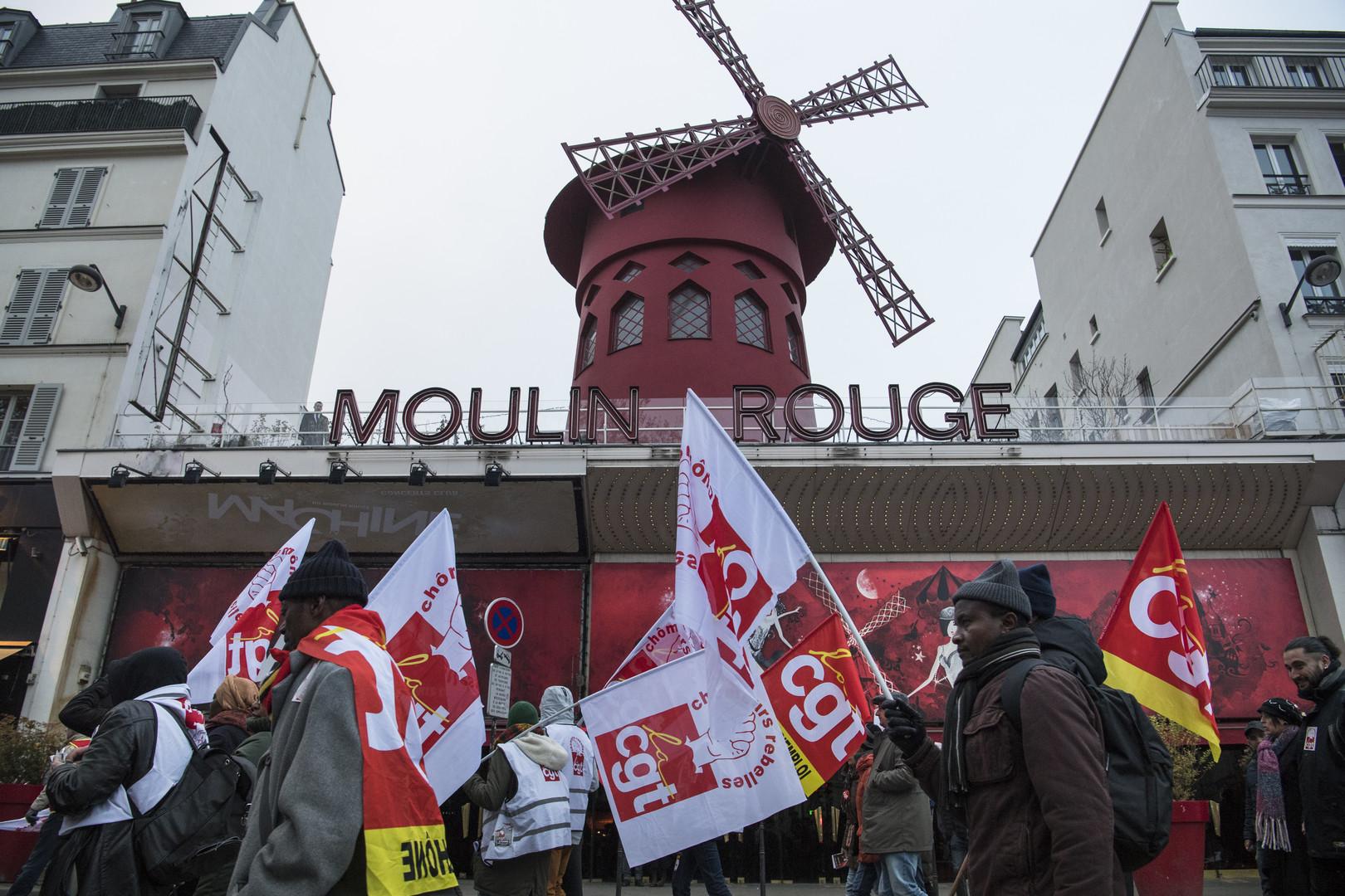 Quelques centaines de manifestants défilent à Paris contre le chômage et la précarité (VIDEO)
