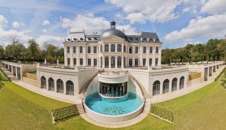 On connaît enfin l'identité de l'acheteur du Château Louis XIV, demeure la plus chère au monde