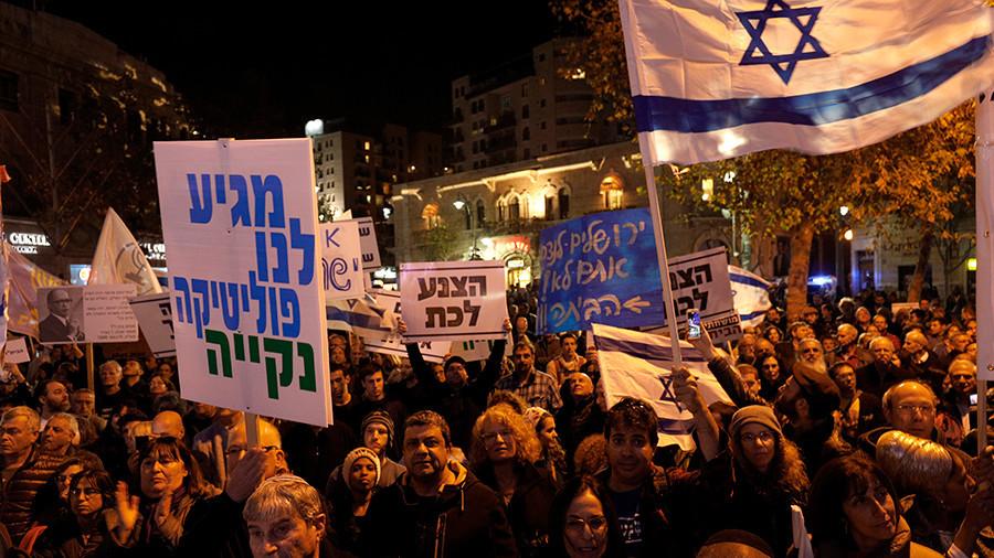 «Crime minister» : les Israéliens manifestent contre le gouvernement de Netanyahou (IMAGES)
