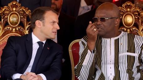 Emmanuel Macron et Roch Kaboré lors de l'inauguration d'une centrale solaire le 29 novembre au Burkina Faso