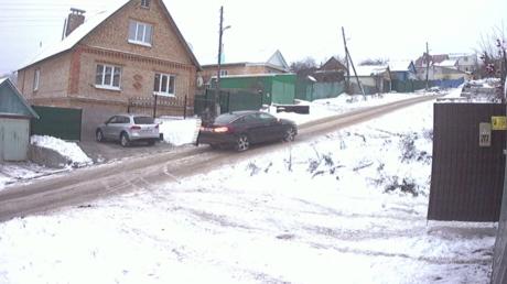 En Sibérie, un conducteur distrait court après sa propre voiture