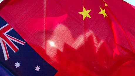 Drapeaux australien et chinois