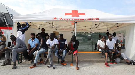 Migrants dans un centre de la Croix rouge à Vintimille (Italie)