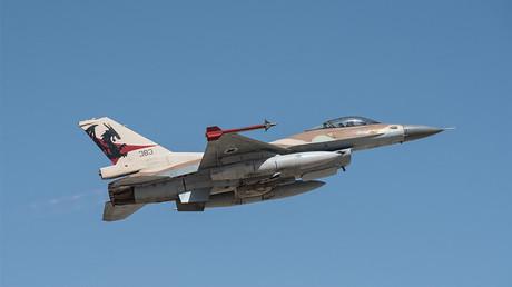 L'armée de l'air syrienne intercepte des missiles israéliens visant une base militaire près de Damas