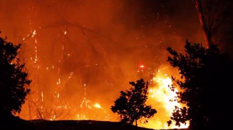 Un gigantesque incendie ravage la Californie : un mort et 27000 personnes évacuées