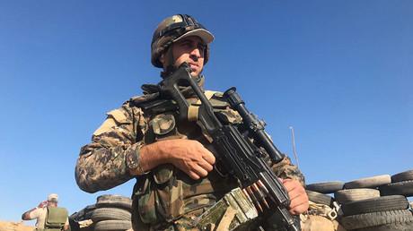 Un soldat de l'armée syrienne durant une offensive à l'est de Deir ez-Zor