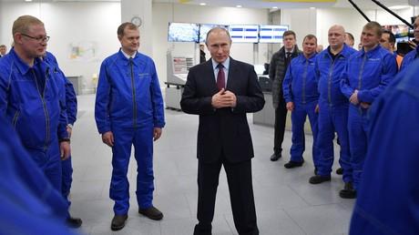Le président russe Vladimir Poutine visite le 8 décembre le site gazier de Yamal LNG  dans le port de Sabetta