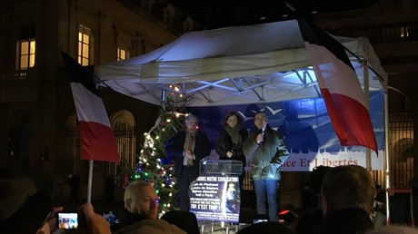 Robert Ménard, Charles Beigbeder et le SIEL manifestent pour défendre les symboles chrétiens