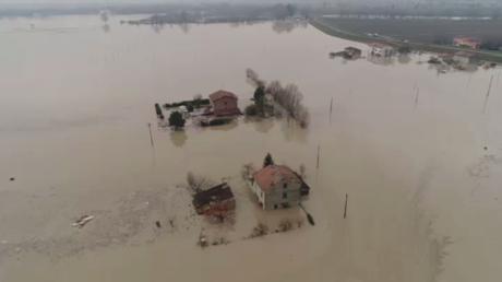 Des centaines de personnes évacuées après de graves inondations en Italie