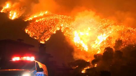 L'un des plus grands incendies de l'histoire de la Californie continue de gagner du terrain