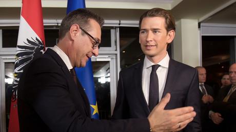 Le futur chancelier Sebastian Kurz du parti conservateur OVP, accompagné de son allié du FPO populiste Heinz-Christian Strache