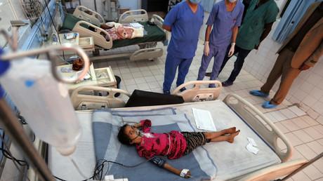 Enfant yéménite souffrant de diphtérie traité dans un hôpital de la capitale Sanaa le  22 novembre 2017.